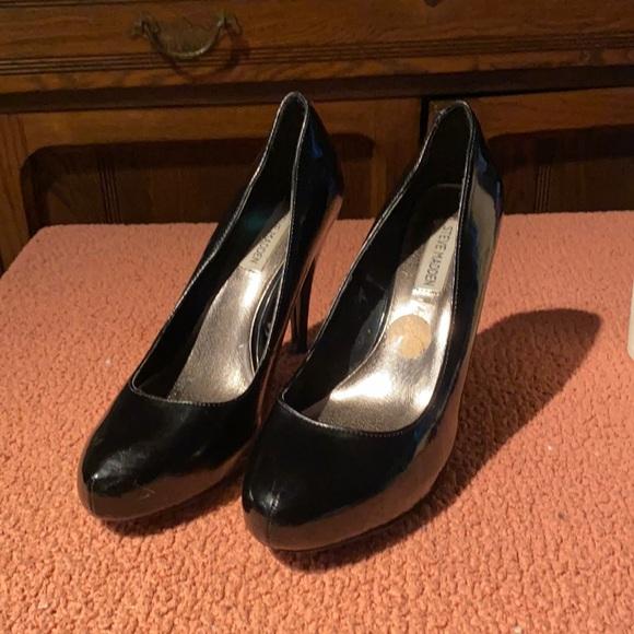 🌈2/$20 Steve Madden shiny black heels 10